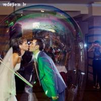 Gigantisko burbuļu šovs kāzās