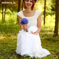 Pūra lāde piedāvā uzšūt kāzu kleitu no lina