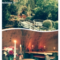 Kāzu pieturvieta romantiskā vīna pagrabiņā jaunajam pārim ar vedējiem