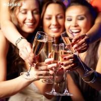Uzaicini savas draudzenes uz meiteņu ballīti Restorānā MaMa