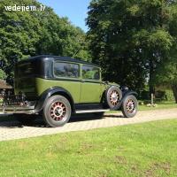 Retro auto zaļā krāsā, 1928