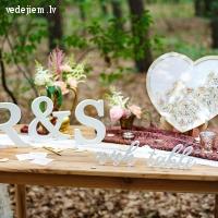 Kostimi.lv - kāzu aksesuāru un dekoru klāsts fotostūrītim