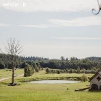 Romantiska kāzu ceremoniju vieta meža ielokā | Rēķu kalns